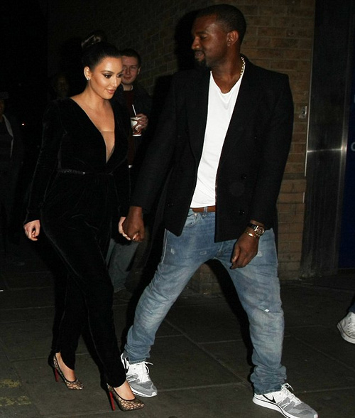 kanye-west-wears-nike-flyknit-trainer-04
