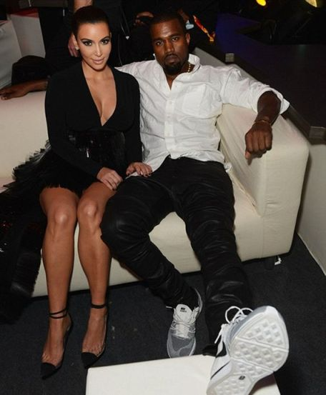 kanye-west-wears-nike-flyknit-trainer